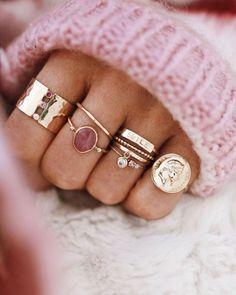 idéias de acessórios / idéias de acessórios femininos / inspiração de acessórios / aneis delicados / acessórios delicados / ideia de aneis / aneis de rappers / mix de aneis / rings / aneis com pedra