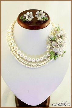 Indian Wedding Jewelry, Bridal Jewelry, Beaded Jewelry, Flower Jewellery For Mehndi, Flower Jewelry, Polymer Clay Flowers, Polymer Clay Jewelry, Pearl Necklace Designs, Couple Jewelry