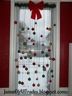 DIY Christmas Window Decor - An adorable and easy to make Christmas decor that will make your home beautiful on Christmas. Click photo for the tutorial on how to make this Christmas window decor. Noel Christmas, Simple Christmas, Winter Christmas, Christmas Ornaments, Christmas Windows, Homemade Christmas, Christmas Christmas, Hanging Ornaments, Elegant Christmas