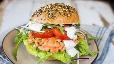 En enkel og sunnere burger av laks.