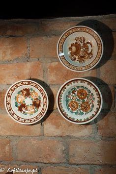 Ceramika, fajns Włocławek, ręcznie malowane talerze, hand painted plate Polish Pottery, Decorative Plates, Decorations, Interior Design, Vintage, Beautiful, Home Decor, Living Room, Nest Design