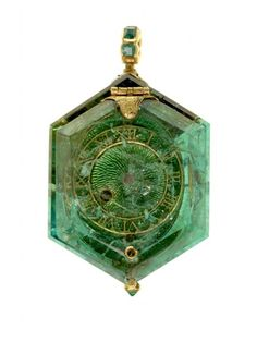 "fembelina: ""gdfalksen: ""Watch set into a single Colombian emerald crystal, circa the watch is part of the Cheapside Hoard, a cache of jewels and jewelry buried since the Great Fire of London in 1666 and rediscovered in ""More from the. Ancient Jewelry, Antique Jewelry, Vintage Jewelry, Gothic Jewelry, Luxury Jewelry, London Museums, Colombian Emeralds, Emerald Jewelry, Emerald Rings"