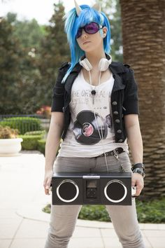 Cosplay MLP DJ (My Little Pony) by ~dj-smackdown. the best vinyl scratch cosplay I've seen! Epic Cosplay, Casual Cosplay, Amazing Cosplay, Cosplay Girls, Cosplay Ideas, Emo, My Little Pony Cosplay, Cool Costumes, Cosplay Costumes