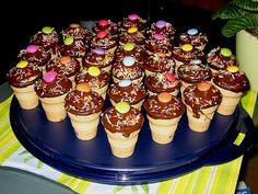 Doris wars: Kleine Kuchen im Waffelbecher - Zeynep Biyik - DiyKids Baked Donut Recipes, Baby Food Recipes, Baking Recipes, Lunch Snacks, Party Snacks, Doughnut Cake, Christmas Chocolate, Dessert For Dinner, Bread Baking