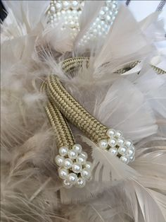 PÉROLAS PARA AS CORTINAS | Delicadas, elas trazem uma beleza clássica para o pingente de plumas. criando um contraste bastante interessante. #cortinas #pingentes #decoracao #SpenglerDecor