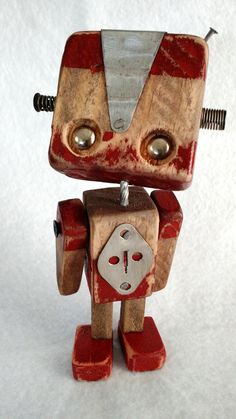Robos Series in medal - Wood Robots - 005 - Recycled Art Projects, Small Wood Projects, Scrap Wood Projects, Cool Art Projects, Found Object Art, Found Art, Wooden Gifts, Wooden Toys, Arte Robot