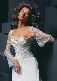 Wedding+dresses+with+sleeves+(14).jpeg (550×788)