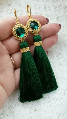 These gorgeous emerald earrings are bound to get noticed. Sparkly rivolis beaded with gold seed beads with a green tassel dangling below. I love the beaded detail around the top of the tassel. Tassel Earing, Tassel Jewelry, Fabric Jewelry, Beaded Jewelry, Handmade Jewelry, Bijoux Design, Diy Accessoires, Thread Jewellery, Bijoux Diy