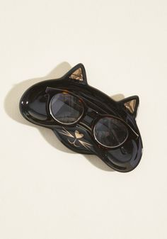 <p>Whether you're taking off your specs for the night or are giving 'em a rest in exchange for a day with your contact lenses, this black cat dish will keep them safe in the meantime! Detailed with metallic gold paint at the ears, nose, and whiskers, this tabletop adornment is a perfect fit 'fur' your home.</p>
