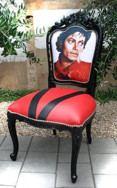 Sit on this #MichaelJackson throne at your #Thriller Dance Hen Party with The Cheerleading Company. Parties available nationwide www.cheerleadingcompany.co.uk