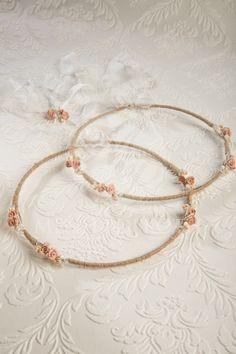 Στέφανα γάμου χειροποίητα με κορδόνι από γιούτα πορσελάνινα λουλούδια, χάντρες και κρυσταλλάκια Wedding Accessories, Hoop Earrings, Wedding Dresses, Bracelets, Gold, Wedding Ideas, Jewelry, Flowers, Hair
