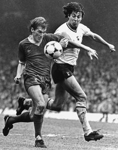 Liverpool FC footballer Kenny Dalglish in action against Tottenham Hotspur, Liverpool Football Club, Liverpool Fc, Tottenham Hotspur Players, Kenny Dalglish, Celtic Fc, English Premier League, Vintage Football, Vintage Pictures, 1980s
