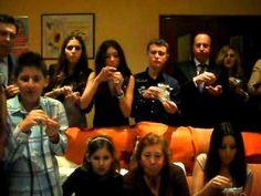 Una familia española comiéndose las uvas :D