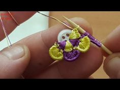 How to fasten off closed crochet projects Crochet Flower Tutorial, Crochet Flower Patterns, Crochet Motif, Crochet Flowers, Crochet Lace, Fabric Flowers, Crochet Stitches, Knitting Patterns, Hand Embroidery Stitches