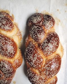 The BEST Challah - How to make the Best Challah All you need is one bowl to make Challah bread magic! The ultimate Original Jewish Challah bread recipe. Sicilian Recipes, Jewish Recipes, Sicilian Food, Jewish Desserts, Bulgarian Recipes, Challah Bread Recipes, Banana Bread Recipes, Shabbat Dinner, Bread Machine Recipes