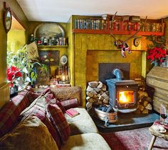 Dutch antiques dealer Wendy Boonstra's cosy 18th-century Irish cottage sitting room