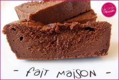 Un gâteau au chocolat et mascarpone extra, qui change des recettes habituelles. A découvrir sur le site de La Ch'tite Pâtissière !