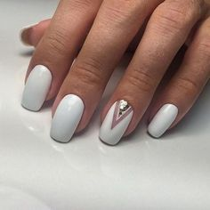 Nails in white gel: A range of ideas to adopt a very chic winter nail art Symbolizing purity, in winter, white is associated with snow and flakes. That's why white gel nails are a favorite during the cold season. The gel pol. White Gel Nails, Nude Nails, My Nails, White Manicure, White Toenails, Salon Nails, White Nail Art, Ombre Nail Designs, Nail Art Designs