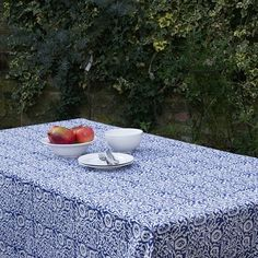 » Block printed cotton tablecloth – Blue and White Flower pattern