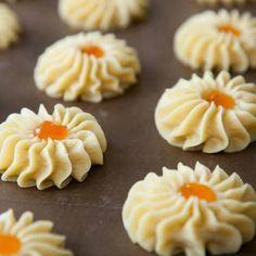 Печенье Курабье Baking Recipes, Cookie Recipes, Dessert Recipes, Pasta Recipes Indian, Mantecaditos, Puff Pastry Recipes, Russian Recipes, Seafood Dishes, Unique Recipes
