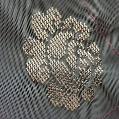 This Pin was discovered by Nur Gold Embroidery, Crewel Embroidery, Princess Meghan, Stitch 2, Bargello, Cross Stitch Flowers, Diy For Kids, Crochet, Diy Wedding