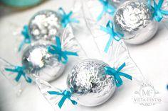 Frozen Themed Birthday Party {Ideas, Planning, Decor, Cake, Snowman}