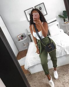 Trendy Casual Styles for the Ladies Today we are present to you some trendy collection of casual outfits which are beautiful which you can steal there styles while hanging with friends … Teenage Outfits, Teen Fashion Outfits, Mode Outfits, Girl Outfits, Womens Fashion, Cute Casual Outfits, Stylish Outfits, Elegantes Outfit Frau, Vetement Fashion