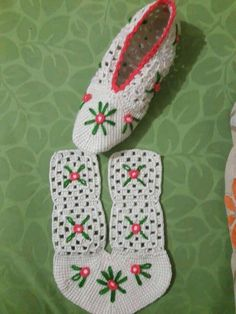 Best 12 Image gallery – Page 365706432236230756 – Artofit – SkillOfKing. Crochet Baby Socks, Crochet Slipper Pattern, Crochet Shoes, Diy Crochet, Crochet Clothes, Diy Crafts Knitting, Crochet Projects, Granny Square Slippers, Knitting Patterns