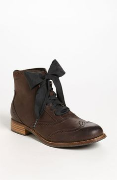 oh man, cute ankle boot. I like the ribbon idea:)