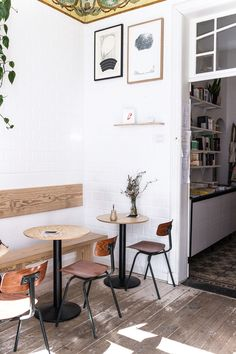 Antwerp In 24 Hours / plywood backrest and tabletops