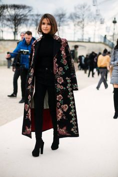 Miroslava Duma in total black look with embroidered long Valentino coat - Street Fashion, Casual Style, Latest Fashion Trends - Street Style and Casual Fashion Trends Look Fashion, High Fashion, Womens Fashion, Fashion Trends, Paris Fashion, Street Fashion, Net Fashion, Fashion 2017, Fashion Bloggers