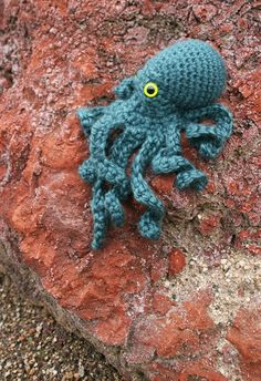 Ruby Submarine: Octopus Crochet Pattern at last...