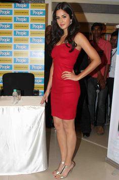 People Magazine Photo Call Katrina Kaif Photo, Hollywood Heroines, Karan Johar, Poses For Photos, People Magazine, Indian Bollywood, Indian Beauty Saree, Bollywood Actors, Beautiful Indian Actress