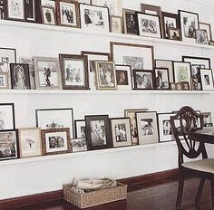 Picture ledge gallery wall - great idea to quickly change out art by India Hicks Display Family Photos, Family Pictures, Picture Shelves, Picture Ledge, Picture Mix, Picture Walls, Photo Shelf, Picture Collages, Door Picture