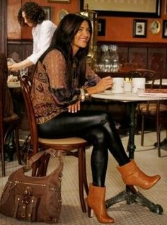 Jessica Szohr as Vanessa Abrams Gossip Girls, Vanessa Gossip Girl, Mode Gossip Girl, Gossip Girl Outfits, Gossip Girl Fashion, Look Fashion, Autumn Fashion, Fashion Outfits, City Fashion