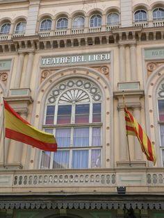 """""""El Gran Teatro del Liceo de Barcelona, teatro de ópera, entre los que es considerado uno de los más importantes del mundo.    Situado en La Rambla de Barcelona, ha sido escenario, desde hace más 150 años, de las más prestigiosas obras, interpretadas por los mejores cantantes del mundo. Durante décadas, ha sido símbolo y lugar de encuentro de la aristocracia y burguesía catalanas."""" http://fotosdehoy.wordpress.com/2012/04/15/fotos-del-gran-teatro-del-liceo-de-barcelona-espana/"""