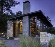 Stone home pictures natural bay house 1 stone home pictures – natural design by prentiss architects Architecture Design Concept, Architecture Unique, House Architecture, Small Cabin Designs, Small House Design, Plan Garage, Nachhaltiges Design, Design Ideas, Contemporary Cabin
