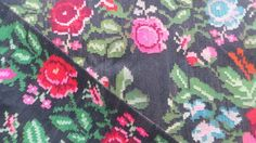 VINTAGE KILIM RUG with a floral pattern // N67   Moldavian kilim rugs, wrongly called Bessarabian kilims rugs, are famous for their vivid flower patterns. Each village has its own patterns but styles can roughly be separated into northern and southern.The difference is in the rug's background pattern. The south style kilim rugs usually have a black background without any pattern, sometimes ivory, while the north style kilim rugs have geometric patterns on the background. They are al...