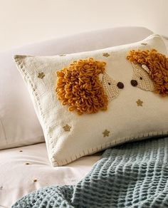 Zara Home New Collection Baby Pillows, Kids Pillows, Zara Home, Deco Jungle, Hand Embroidery Videos, Punch Needle Patterns, Pillow Room, Crochet Cushions, Punch Art