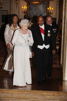 May 2010 State Visit from South Africa Long Pictures, Queen Pictures, Vintage Comic Books, Vintage Comics, Lab, House Of Windsor, Royal Tiaras, Her Majesty The Queen, Royal Life