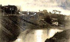 Rio Pinheiros com a Igreja do Calvário ao fundo.