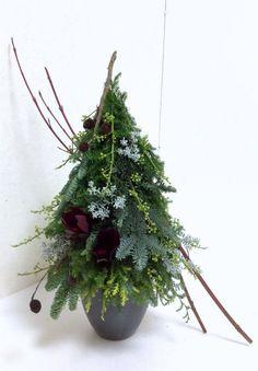 ■北欧の森をイメージしたクリスマスツリーアレンジメント