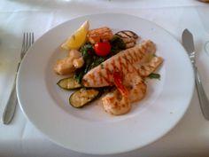Grigliata mista di pesce con verdura fresca @ Restaurant da Angela