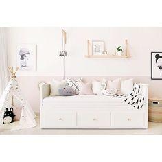 40 Cute Bedroom Decor Ideas for Girls 40 Sweetest Bedding Ideas For Girls' Bedrooms Decor 15 Cute Bedroom Decor, Pretty Bedroom, Ikea Bedroom, Shabby Bedroom, Warm Bedroom, Ikea Daybed, Daybed Room, Daybed Bedroom Ideas, Nursery Daybed