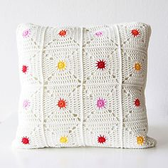 Items similar to PDF crochet pattern - Hot spot pillow - pillowcase crochet - crocheted pillow - polka dot pillow - rainbow pillow on Etsy Crochet Home, Love Crochet, Crochet Motif, Crochet Yarn, Crochet Stitches, Knitting Patterns, Crochet Patterns, Diy Inspiration, Crochet Cushions