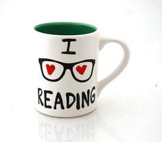 I love reading mug // LennyMud on Etsy