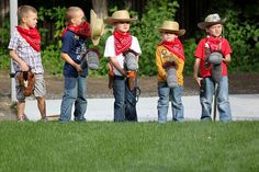 If your little cowboy or cowgirl is looking for a rootin-tootin good time on their birthday, a Wild West birthday is the way to go. Indian Birthday Parties, Cowboy Birthday Party, Cowgirl Party, Carnival Birthday Parties, Indian Party, Cowboy Theme, Cowboy Games, Western Theme, Theme Parties
