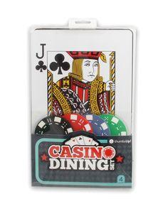 ThumbsUp! A0001043 - Kasino Tischsets. Produkt-Eigenschaften: Diese originellen Kasino Tischsets sehen nicht nur absolut stylisch aus, sondern sind robust, abwaschbar und extrem praktisch zugleich. Im Lieferumfang befinden sind 4x Untersetzern im Poker-Chips Design und 4x Tischsets im XL-Spielkarten Design. Das ideale Geschenk für alle Poker und Kasino Fans.