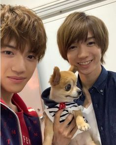 """🐣♡♡ on Instagram: """". ☪︎⋆。˚ 大昇×しめちゃん🥺💗 . . どれが犬か分かりません🐶!w 可愛い〜☺️!昨日のIslandTV 最初の方の動画全然気付かなくて、夜中に見たから覚醒してる😂👏👏w . . 私もしめちゃんに届く〜😉?ってやりたいww(当方身長高いんですww) . . .…"""" Johnny's Web, Japan, Guys, Sons, Japanese, Boys"""