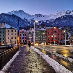 Innsbruck by night – Bild des Monats im Februar 2020 Innsbruck, Wilder Kaiser, Austria, Blog, Gadgets, Outdoor, Colorful Houses, February, Old Town